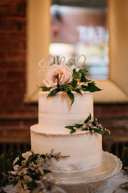 Naked cake for bohemian wedding